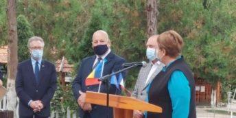 Domnul Philippe CHAUDIER, conducătorul întreprinderii  CHAUMAX S.R.L. ÎM –  membru al Camerei de Comerţ şi Industrie, a fost decorat cu  însemnul de Cavaler al Ordinului Naţional de Merit, de către  Ambasadorul Franţei în Republica Moldova